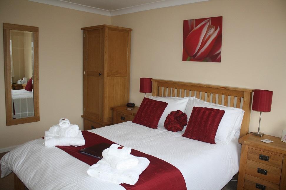 004 Bedroom 2.JPG