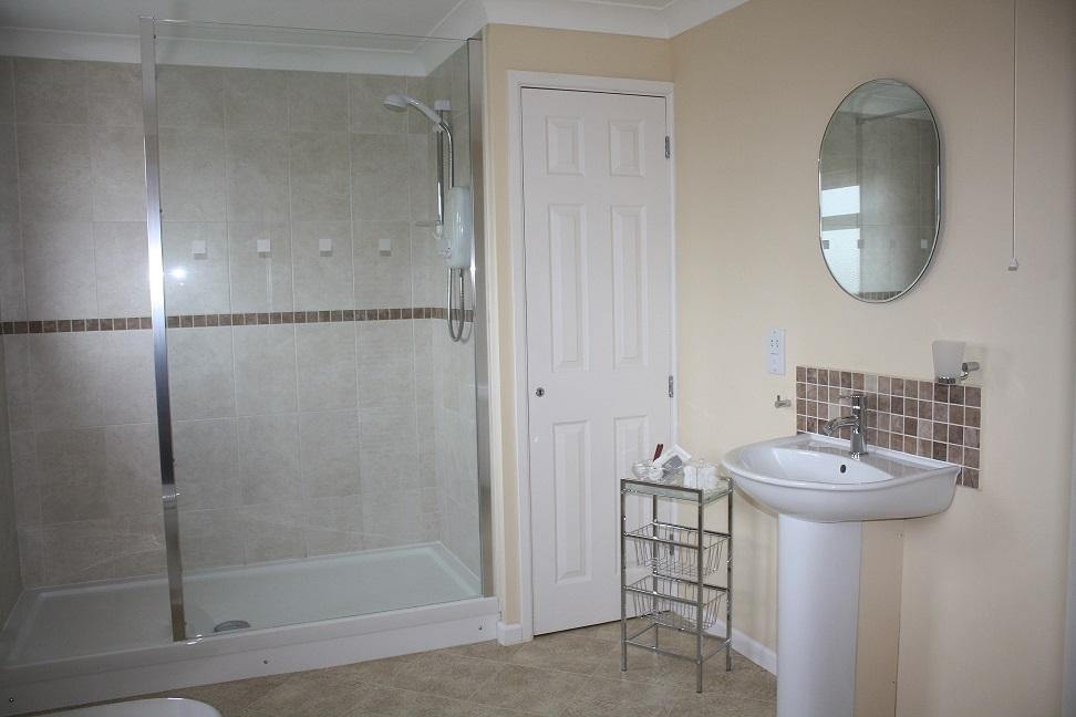 009 Bathroom 2.JPG